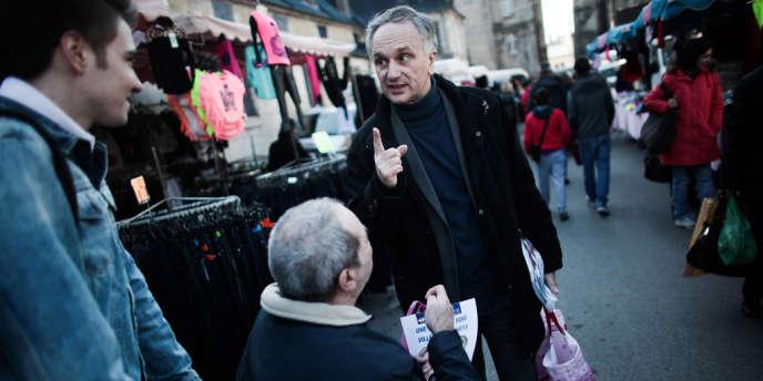 Franck Briffaut, maire FN de Villers-Cotterêts (Aisne), pendant la campagne des municipales, le 6 mars.