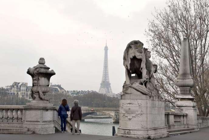 Brouillard de pollution à Paris, samedi 15 mars.