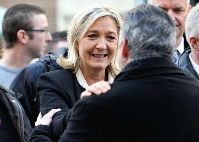 La présidente du FN Marine Le Pen à Carvin (Pas-de-Calais) le 8 mars.