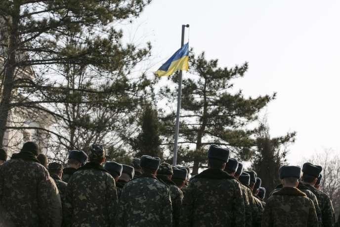 Des soldats ukrainiens, à côté de Sébastopol, le 15 mars.