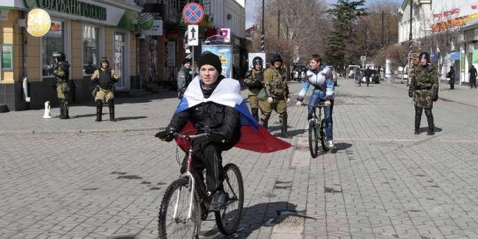 Le Parlement criméen a officiellement proclamé l'indépendance de la région, la dissolution des unités militaires ukrainiennes et la nationalisation des biens.