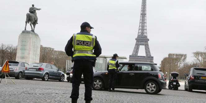 La circulation alternée des véhicules a été mise en place à Paris et sa petite couronne, lundi 16 mars, pour lutter contre un épisode de pollution de l'air persistant en Ile-de-France.