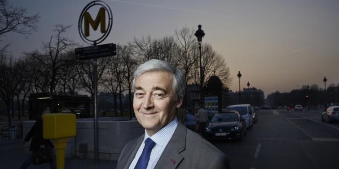 Pierre Mongin, PDG de la RATP, à la sortie du métro Invalides, à Paris, dimanche 16 mars.