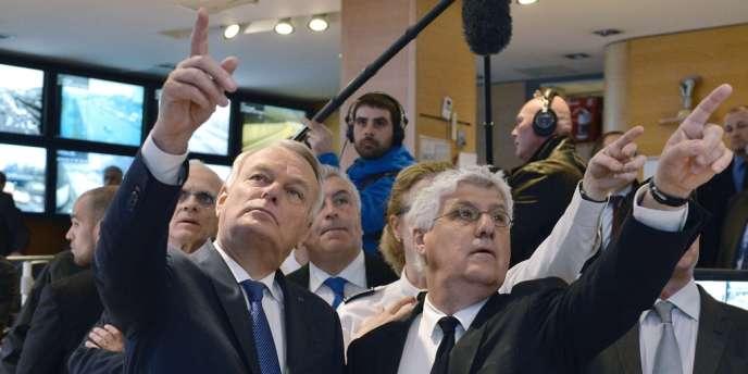 Le Premier ministre Jean-Marc Ayrault et le ministre de l'écologie Philippe Martin lundi à la préfecture de Paris.