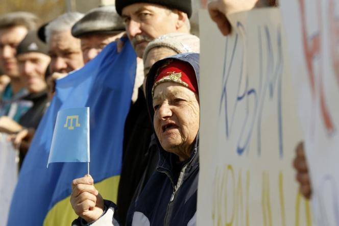Lors d'un rassemblement de Tatars proukrainiens, le 14 mars, dans le village d'Eskisaray en Crimée.