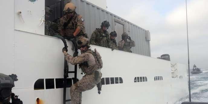 La marine américaine a pris le contrôle en Méditerranée d'un pétrolier contrebandier lundi17mars.