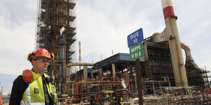 La raffinerie de Lavera, à Martigues, appartient au groupe britannique Ineos, qui alerte sur la fin de la chimie en Europe.