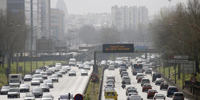 A proximité des agglomérations, le trafic routier est le premier responsable des émissions de particules fines.