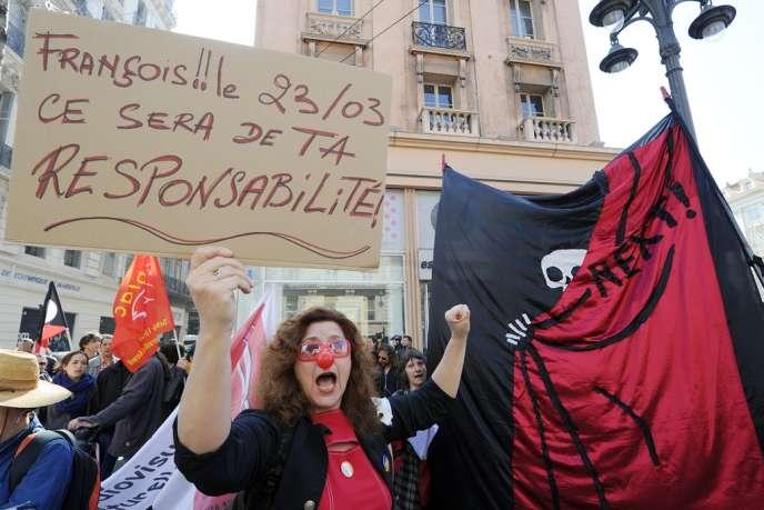 Une manifestante le 18 mars à Marseille.