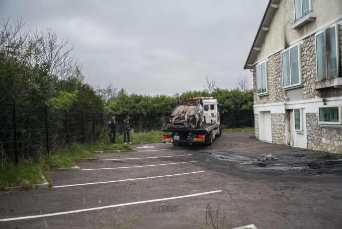 L'antenne de police de Chanteloup-les-Vignes a été partiellement brûlée lors de violences, dimanche 16 mars.