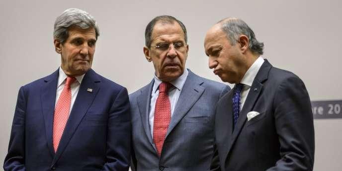 John Kerry, Segueï Lavrov et Laurent Fabius, lors de l'accord sur les discussions sur le nucléaire iranien, le 24 novembre à Genève.