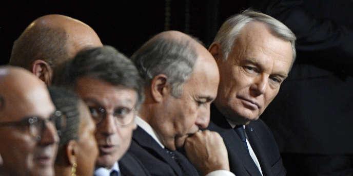Jean-Marc Ayrault et des membres du gouvernement.