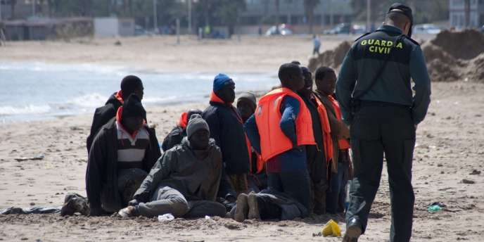 La principale tentative de « passage en force » a impliqué « 600 migrants en situation irrégulière », qui ont jeté des pierres, a expliqué le ministère de l'intérieur marocain.