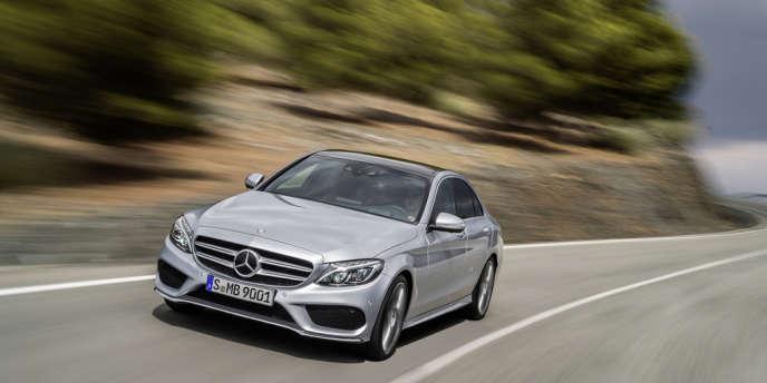 La nouvelle Classe C se veut toujours respectable, mais elle cherche à se revigorer. Mercedes a particulièrement soigné son comportement routier, jugé moins brillant que la BMW Série 3.