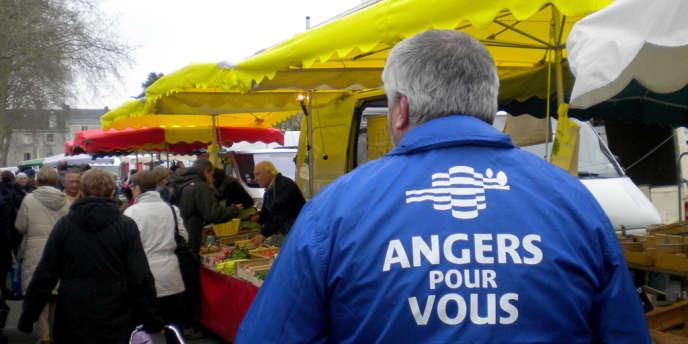 Sur le marché place La Lafayette, à Angers, samedi 15 mars.