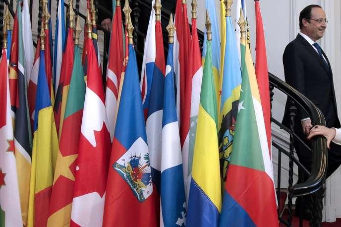 François Hollande visite le siège de l'Organisation internationale de la francophonie, le 20 mars à Paris.
