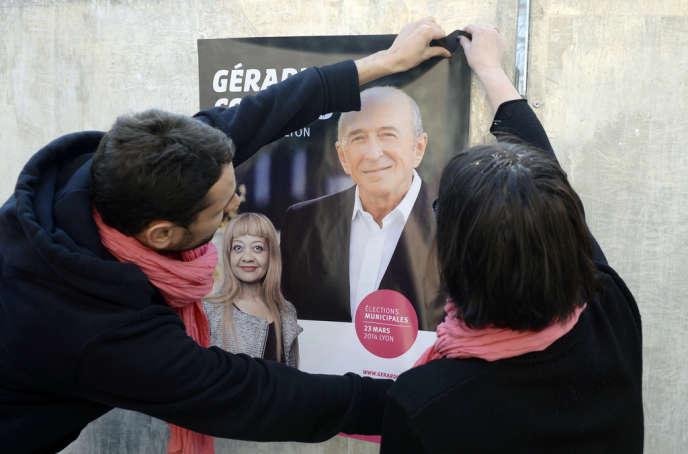 Gérard Collomb, à Lyon, fait partie des barons socialistes qui n'affichent pas leur appartenance au PS, ou discrètement, pour que l'impopularité de l'exécutif ne plombe pas leur campagne municipale.