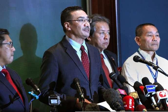 Le ministre de la défense malaisien, Hishammuddin Hussein, lors du point presse quotidien à Kuala Lumpur, le 20 mars.
