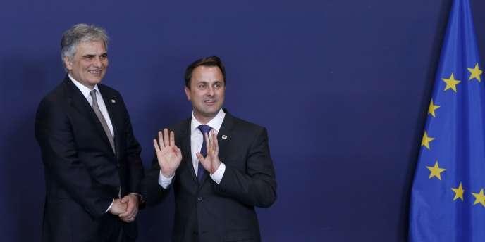 Le chancelier autrichien Werner Faymann et le premier ministre luxembourgeois Xavier Bettel, le 20 mars à Bruxelles.