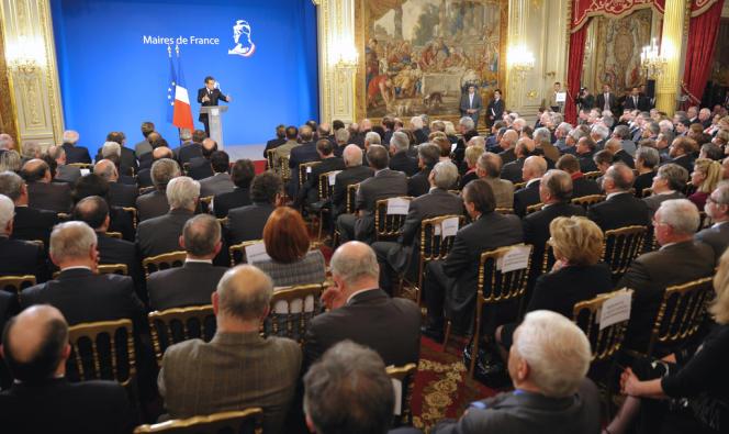 Nicolas Sarkozy devant l'Association des maires de France, à l'Elysée, en novembre 2011.