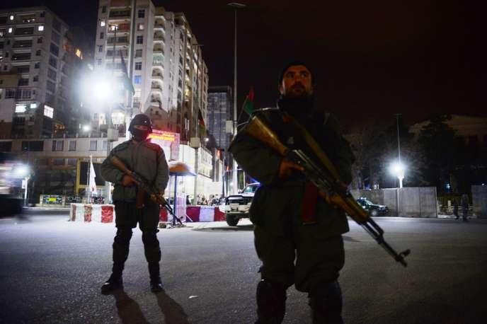 L'hôtel Serena, où séjournent des employés de l'ONU et de nombreux étrangers, a été visé par une attaque des talibans. Au moins neuf civils dont quatre ressortissants étrangers, ont été tués.