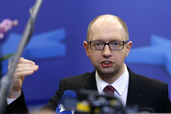 Arseni Iatseniouk, lors de son court point presse, le 21 mars à Bruxelles.