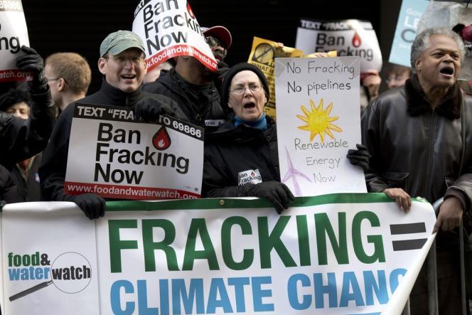 Manifestation d'opposants à la technique de la fracturation hydraulique, utilisée pour l'extraction du gaz de schiste, le 20 mars à New York.
