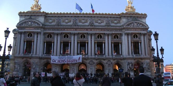 Des intermittents ont choisi l'Opéra Garnier pour faire entendre leurs revendications dans les négociations sur l'avenir de l'assurance chômage, le 21 mars 2014.