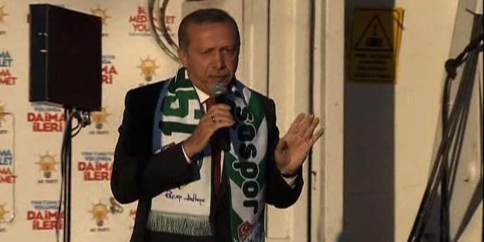 Le premier ministre Recep Tayyip Erdogan a suspendu l'accès à Twitter en Turquie le 21 mars 2014