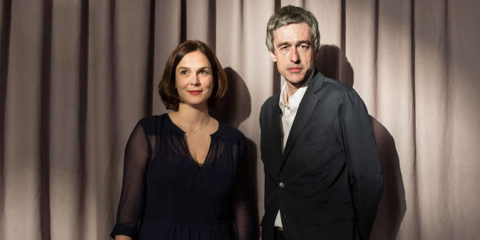 Sophie de Closets, PDG de Fayard, et Hugues Jallon, PDG des éditions La Découverte, lors de la soirée d'inauguration de la 34e édition du Salon du livre de Paris, le 20 mars.