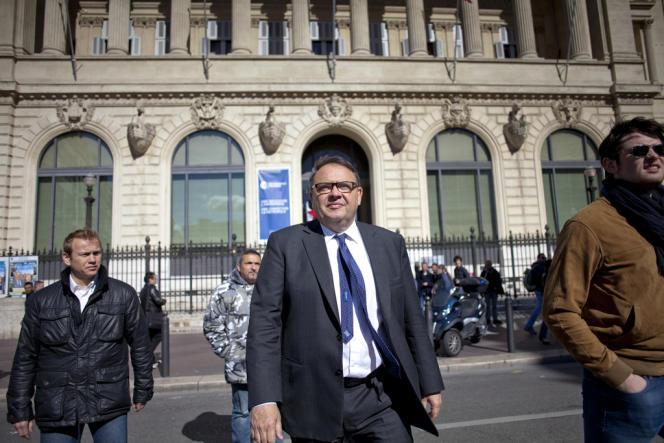 Patrick Mennucci à la sortie du bureau de vote le 23 mars.