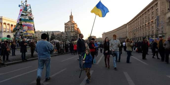 « Le but de Poutine n'est pas la Crimée, mais toute l'Ukraine », a déclaré M. Paroubyï devant des milliers de manifestants dans le centre de Kiev.
