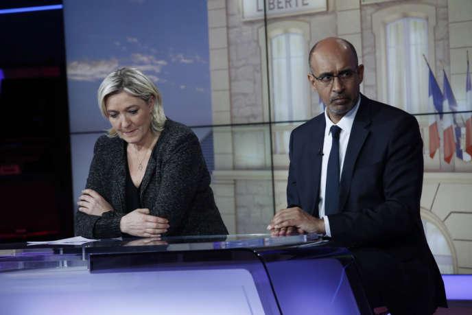 Harlem Désir et Marnie Le Pen dans les locaux de France Télévisions, le 23 mars.