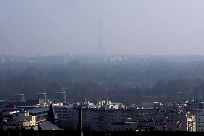 Paris sous un voile de pollution, le 11 mars.