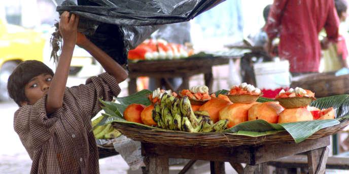 Vendeur de papaye à Calcutta, en 2003.