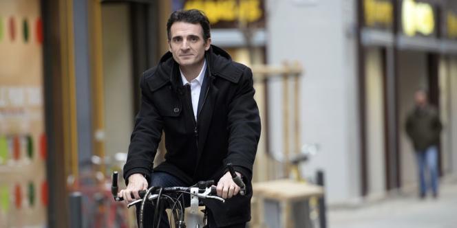 Eric Piolle (EELV) a recueilli 29,41 % des voix tandis que Jérôme Safar, premier adjoint au maire socialiste, n'a obtenu que 25,31 %. Une quadrangulaire est possible au second tour.