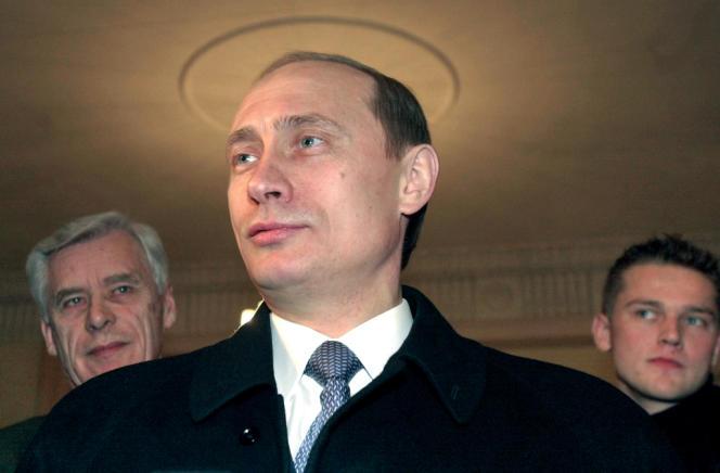 La popularité intérieure de M. Poutine après quinze ans d'exercice des responsabilités doit beaucoup au relatif redressement économique du pays durant les années 2000.