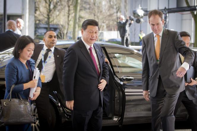 Le président chinois, Xi Jinping, lors de son arrivée au sommet sur la sécurité nucléaire, lundi 24 mars, à La Haye, aux Pays-Bas.