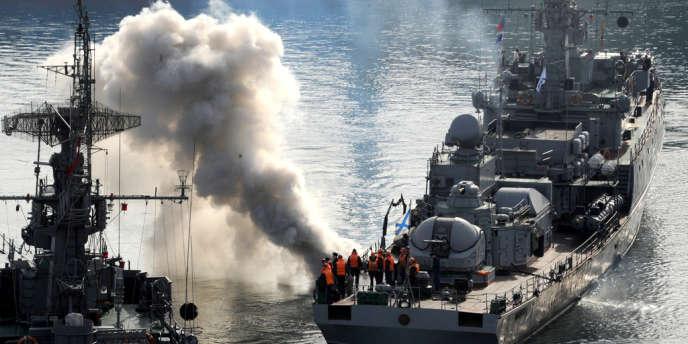 Un navire russe dans la baie de Sébastopol, en Crimée, le 25 mars.