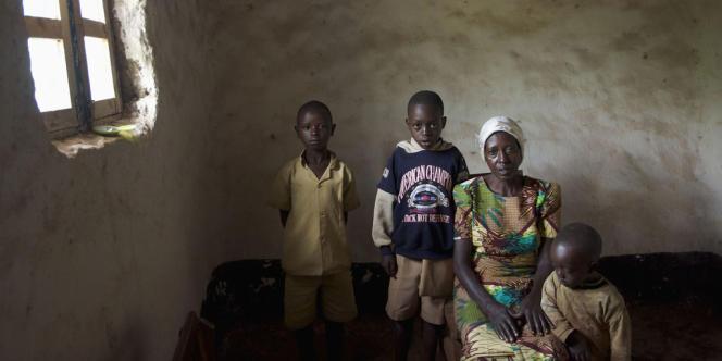 En 2007, la réalisatrice Chloé Henry-Biabaud rencontre des femmes rescapées du génocide, qui, par les gestes quotidiens et pour leurs enfants, ont dû apprendre à vivre avec ce drame.
