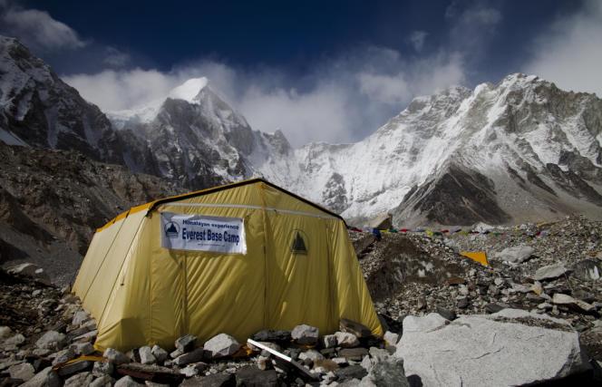 Les tentes au pied de l'Everest, le3mai2011.