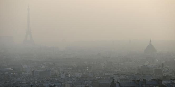 Nuage de pollution à Paris, le 11 mars 2014.