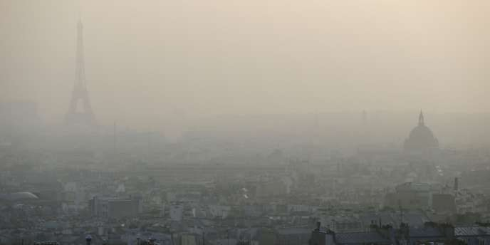 Nuage de pollution à Paris, le 11 mars 2014.