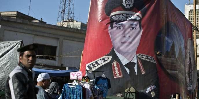 Un portrait d'Abdel Fattah Al-Sissi dans le centre du Caire. Le maréchal est le grand favori d'un scrutin présidentiel qui se déroula les lundi 26 et mardi 27 mai.