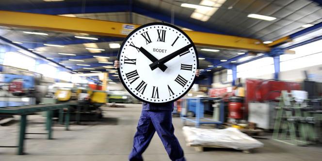 Dans les locaux de l'horloger Bodet, à Trémentines, le 26 mars. L'entreprise, fondée en 1868, emploi 630 salariés.