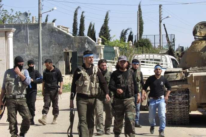 Des combattants de l'Armée syrienne libre, jeudi 27 mars à Alep.