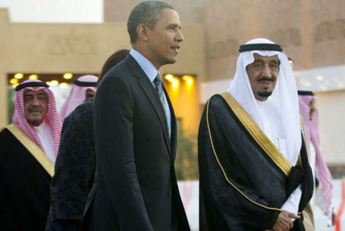 Barack Obama accueilli par le roi, le 28 mars à Riyad.