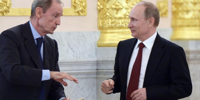 Jean-Claude Killy, le 24 mars 2014, à Moscou, avec Vladimir Poutine.