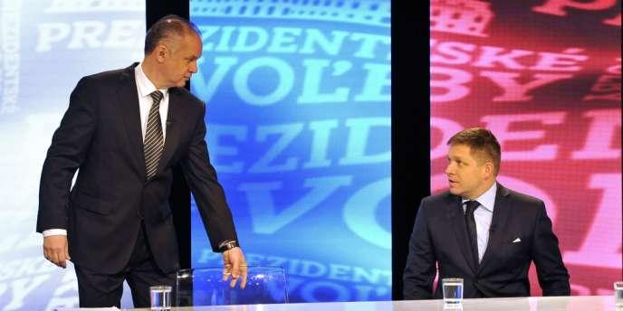 Les candidats Andrej Kiska et Robert Fico à la télévision slovaque, le 16 mars après le premier tour de l'élection présidentielle.