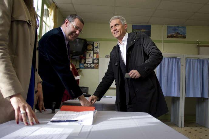 Joël Bruneau vote à Caen, dimanche 30 mars.